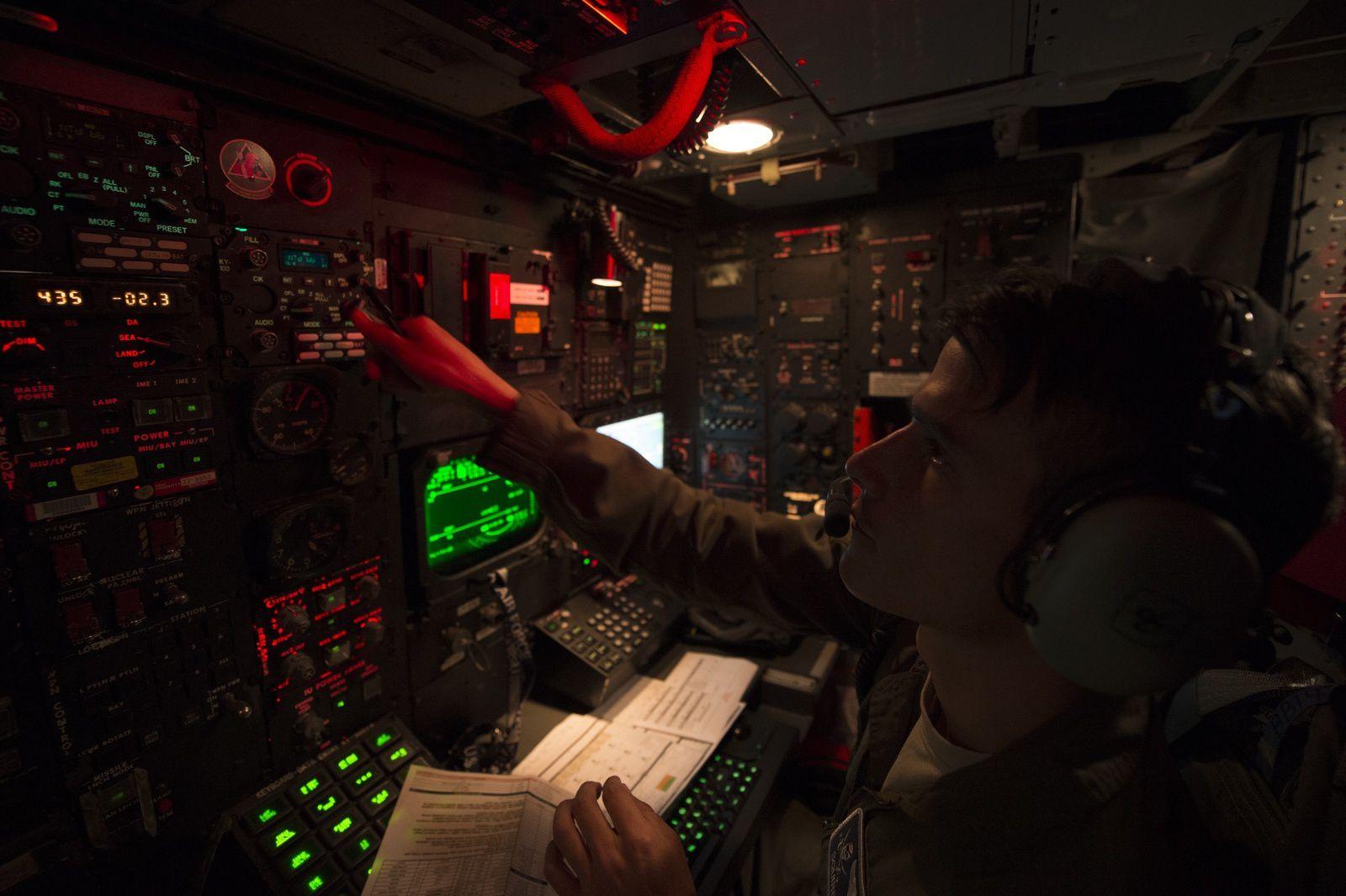 Photos-Vidéo : Un C-135FR de l'Armée de l'Air ravitaille en vol un B-52H de l'US Air Force