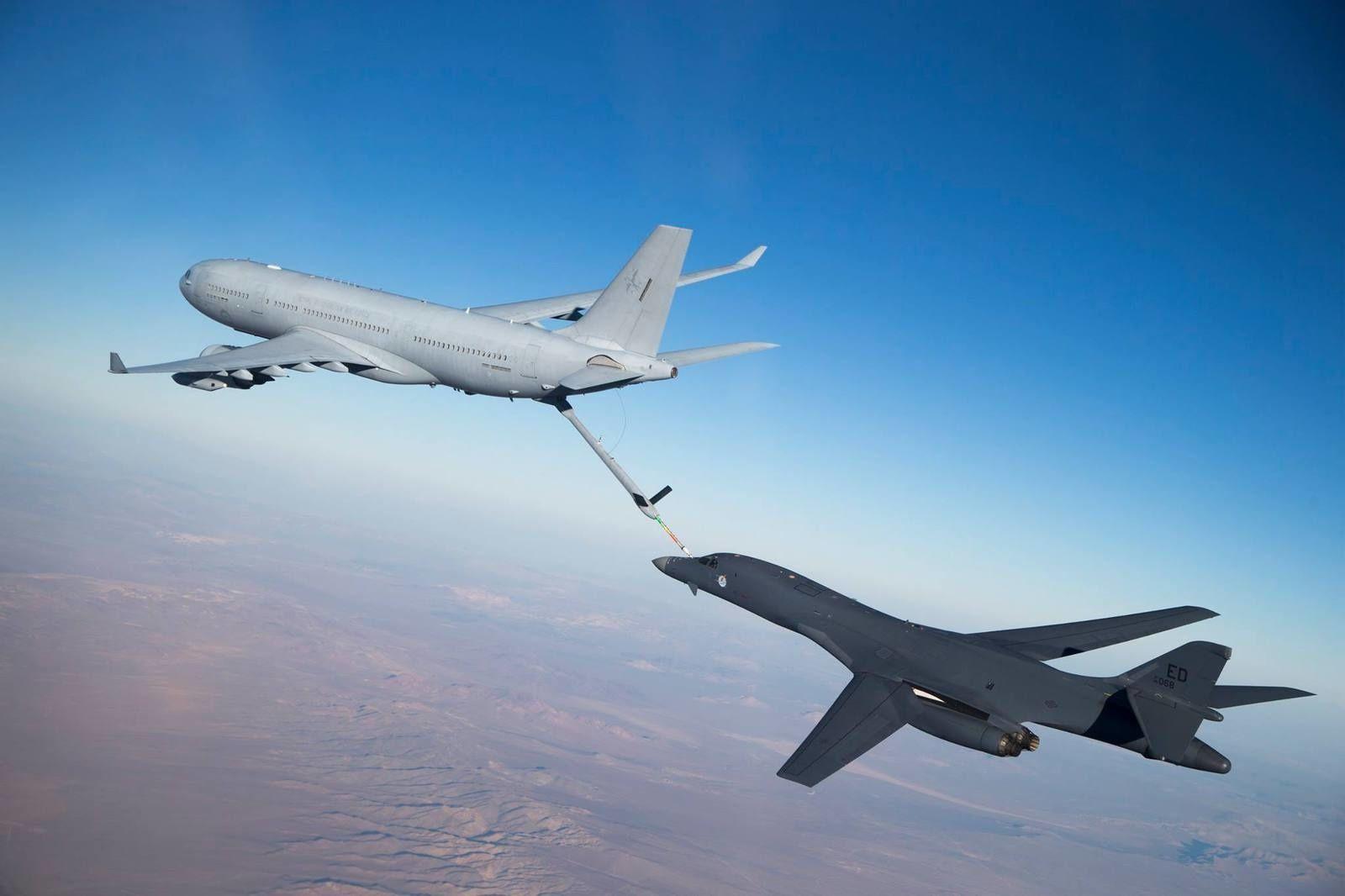 © US Air Force - Un KC-30A australien lors des expérimentations en vol avec un C-17, un F-16D et un B-1B.