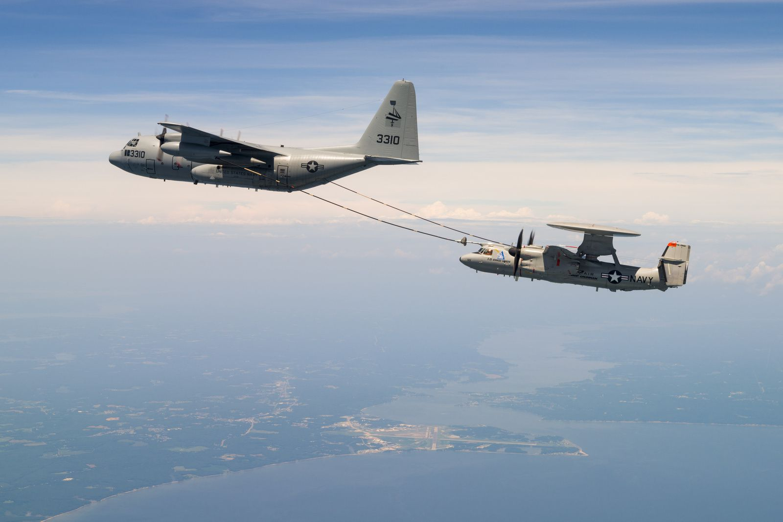 L'E-2D Advanced Hawkeye a effectué son premier ravitaillement en vol