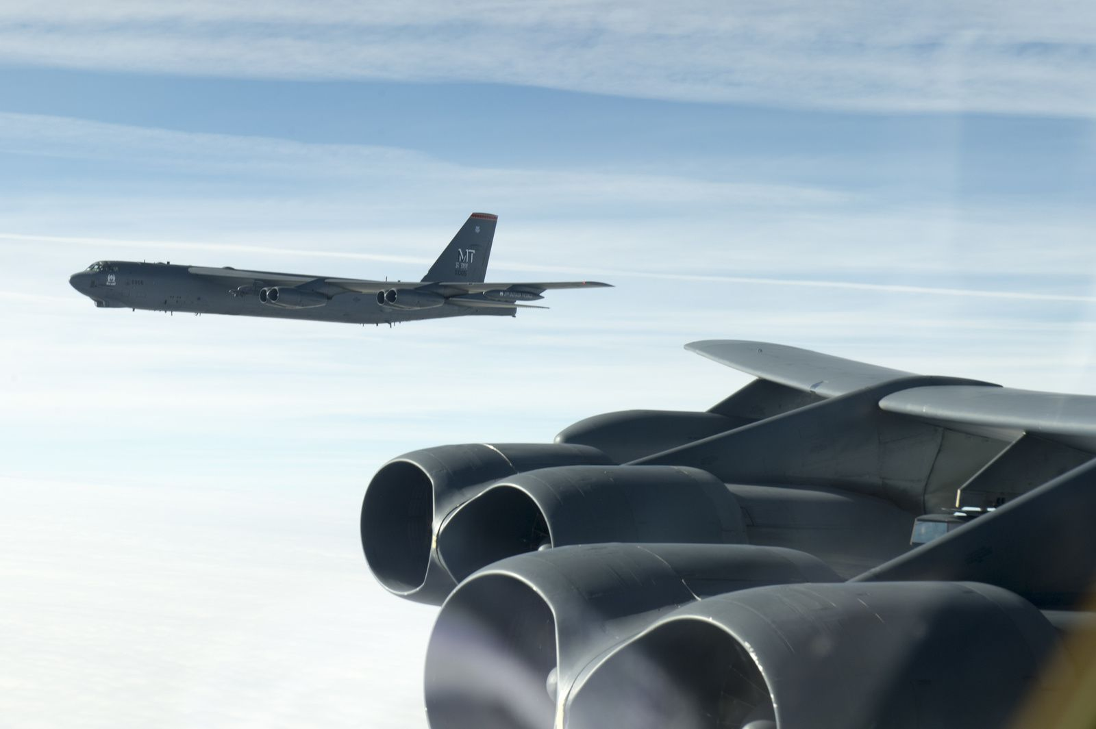 PHOTOS - Un Rafale M intercepte des B-52H Stratofortress de l'US Air Force
