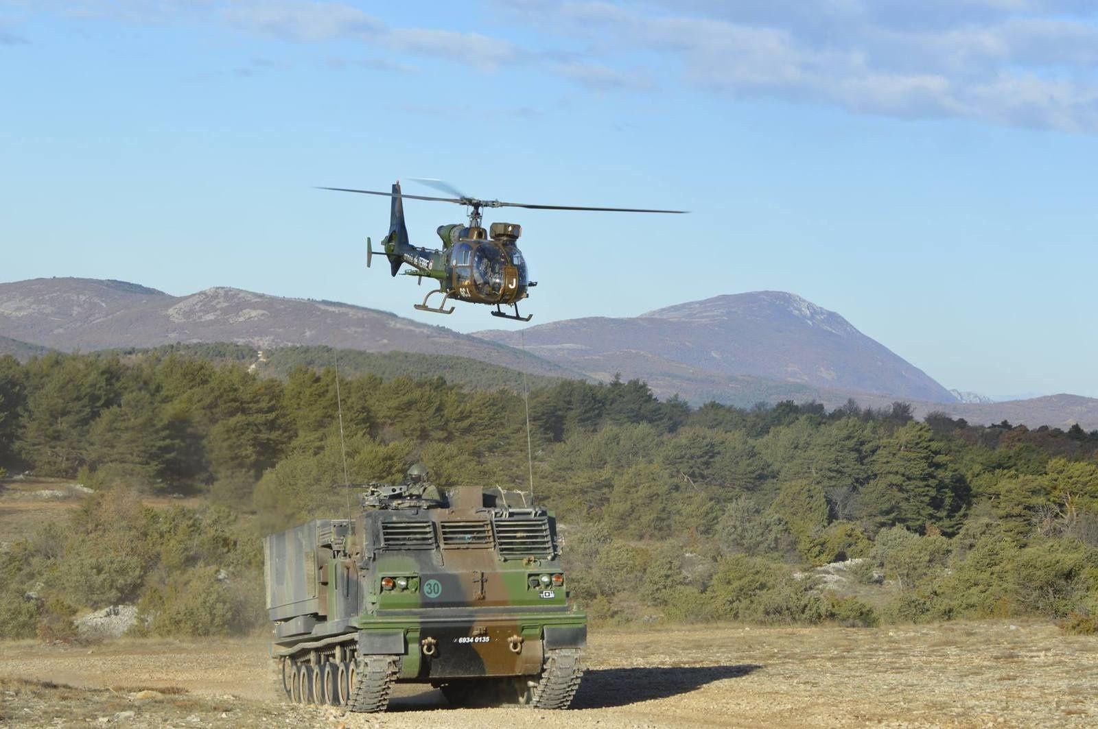 © EHRA 3 - Une Gazelle de la 3/3 en mission d'entraînement dans le sud de la France, avec un lance roquette unitaire.