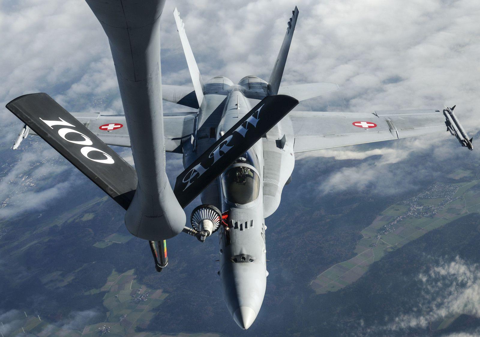 La Suisse transmet son appel d'offres aux avionneurs pour l'achat d'un nouvel avion de combat