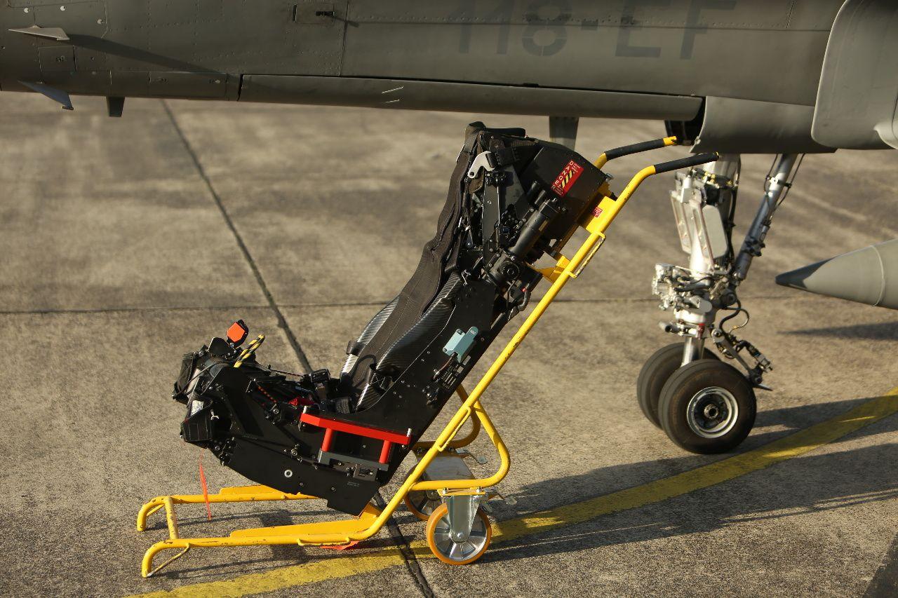 © SMB - Le siège éjectable du Rafale, ici exposé à côté de son avion.