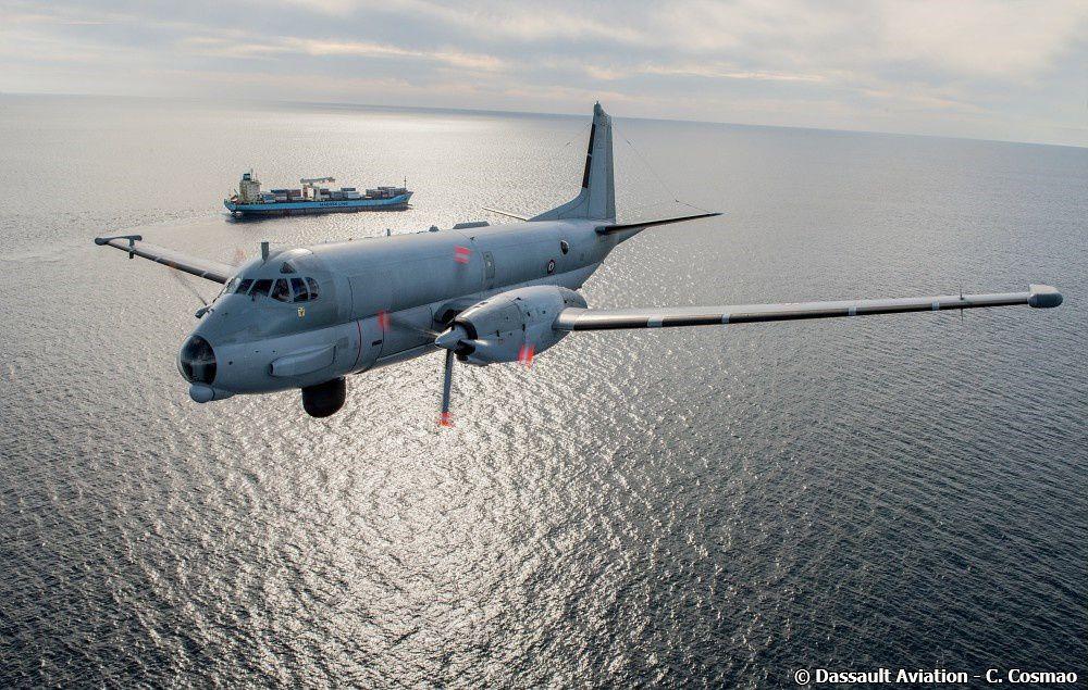 © Dassault Aviation / C. Cosmao - L'Atlantique II M28 rénové au standard 6 au-dessus d'un environnement maritime.