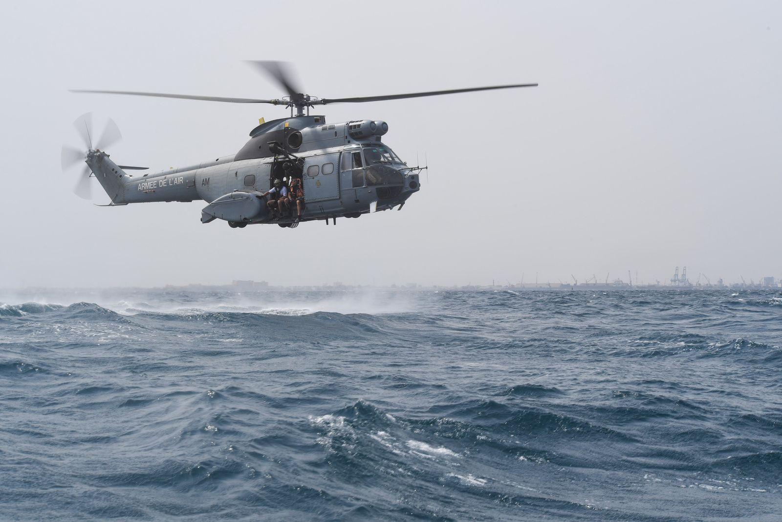 © USAF - Des membres des forces spéciales du  82nd Expeditionary Rescue Squadron s'entraînent depuis un Puma déployé à Djibouti.