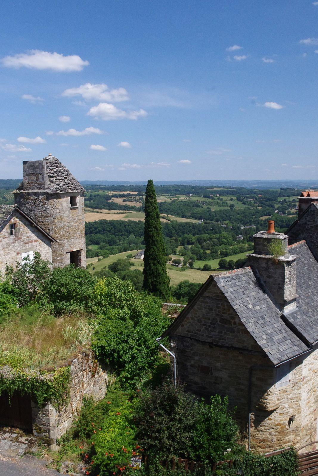 La salle Eléonore de Bergh se trouve au pied du Château, à quelques pas de la Chapelle des Capucins.