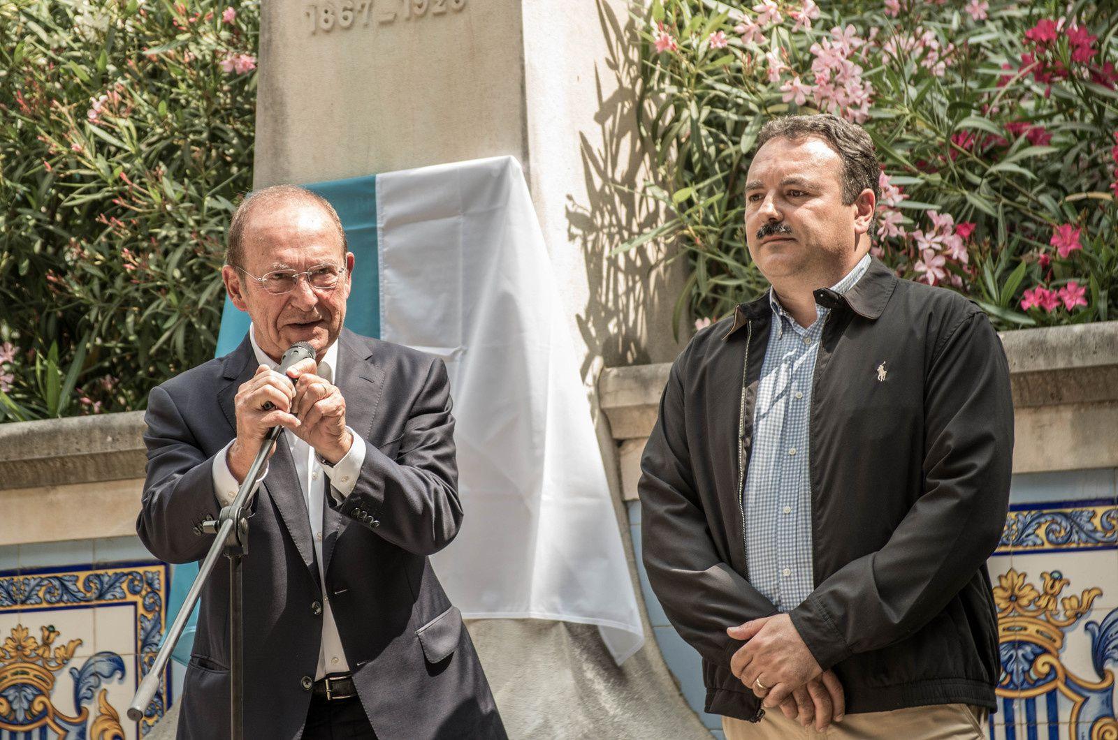 Dévoilement de la plaque des 150 ans de Blasco Ibañez à Fontana Rosa par M. le Maire de Menton et par le Président du Cercle