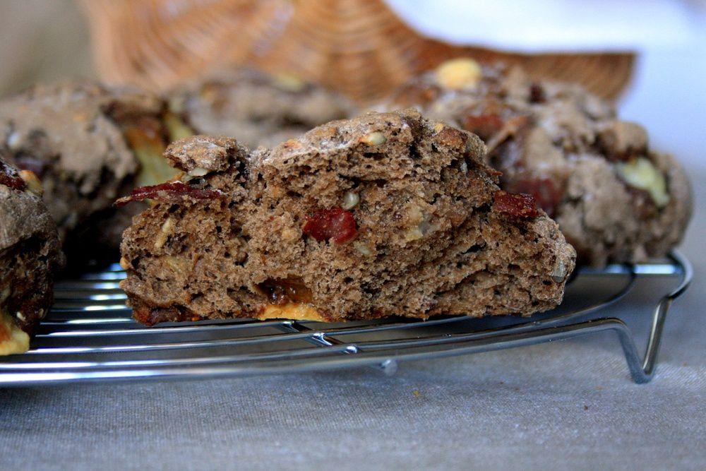 Petits pains rustiques au cantal et jambon cru