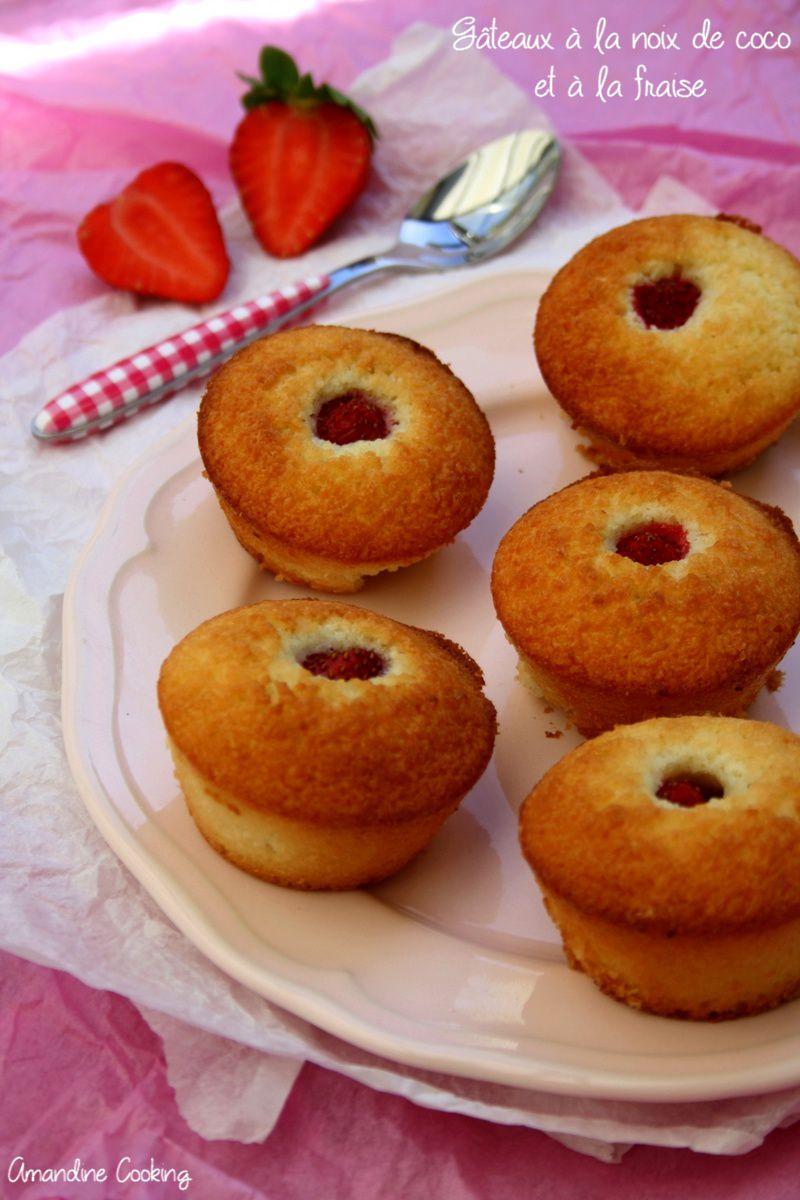 Gâteaux individuels à la noix de coco et à la fraise