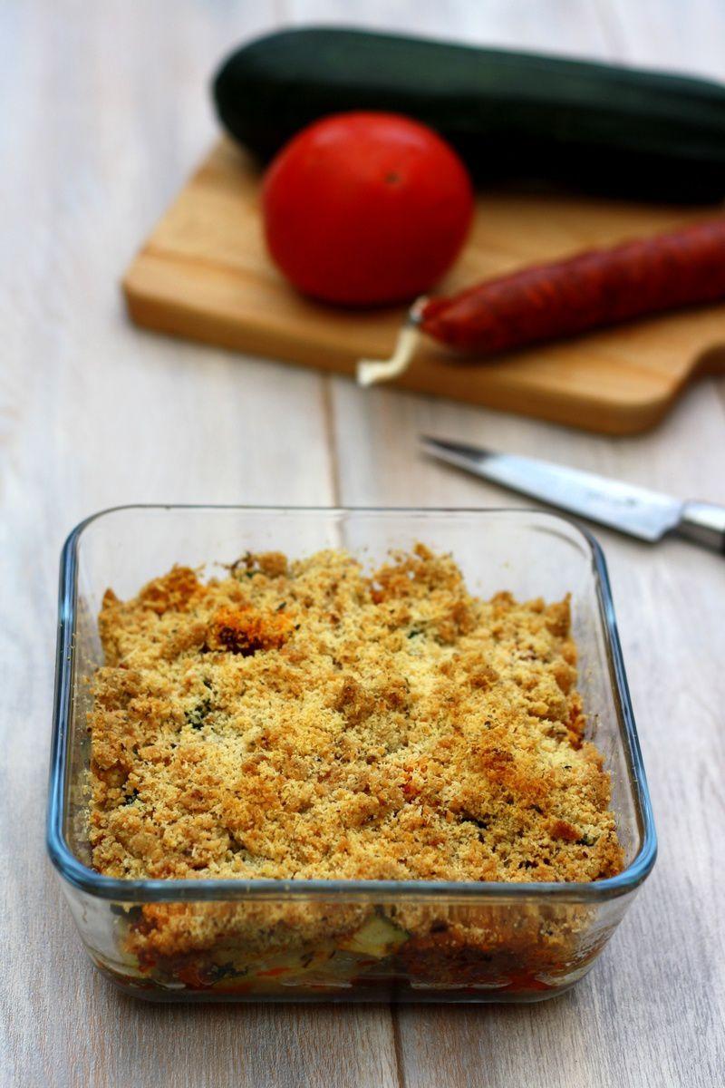 Crumble salé au courgette, tomate et chorizo