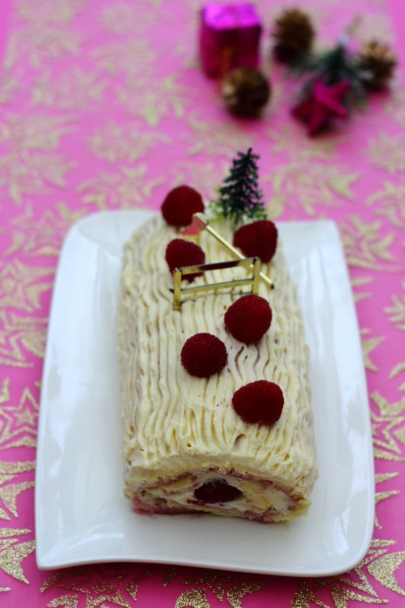 Bûche au mascarpone, chocolat blanc et framboises
