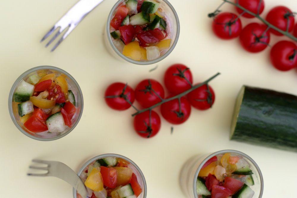 verrine frâiche au tartare de concombre et tomate et mousse de thon