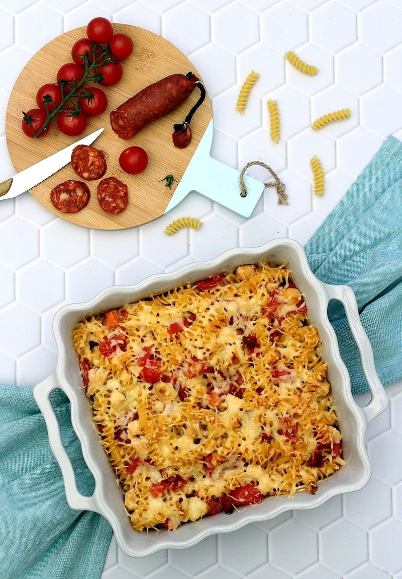Gratin de pâtes au poulet, chorizo et tomates