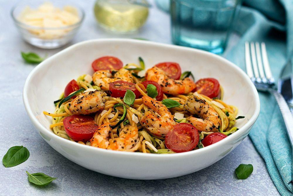 Salade de spaghetti, courgettes, tomates cerises et ...