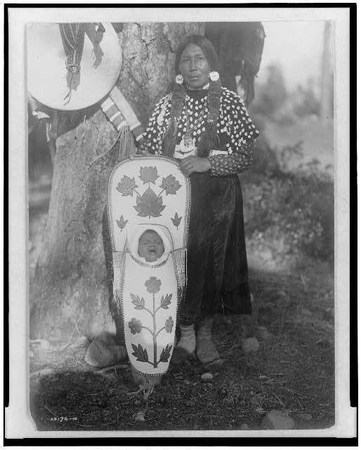 Flathead mother and baby. Photography: Edward S. Curtis. Library pf Congress.