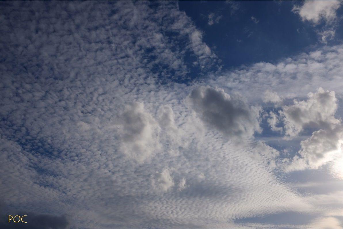 Le ciel par la fenêtre. Photo: Pierre-Olivier Combelles