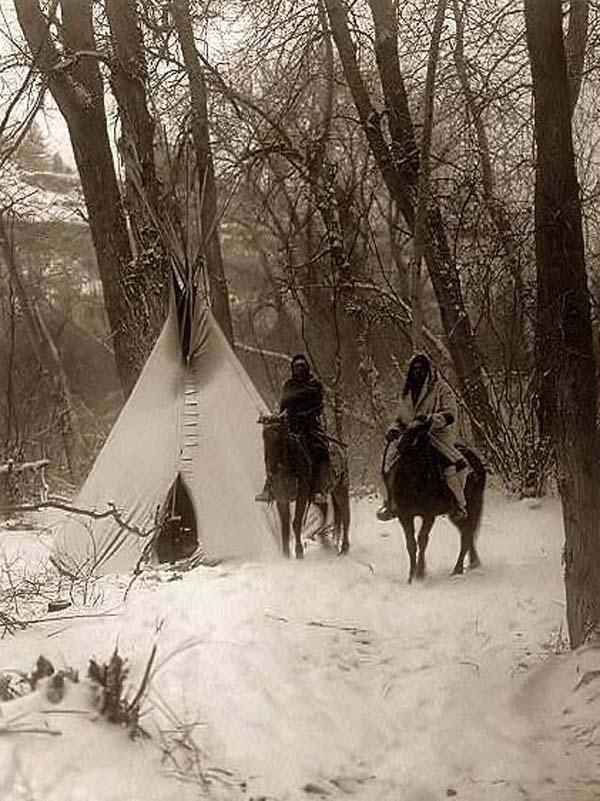 Crow winter camp. Photographie: Edward S. Curtis
