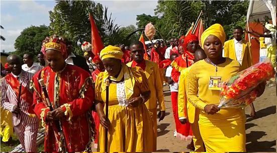 "Photos : 1) Kimbangu, 2) Mpadi, 3) Couple Spirituel Rempad, ""Sude de Nongueurs"" ou Pasteurs Mpadistes, 5) Deux Fidèles Mpadistes"