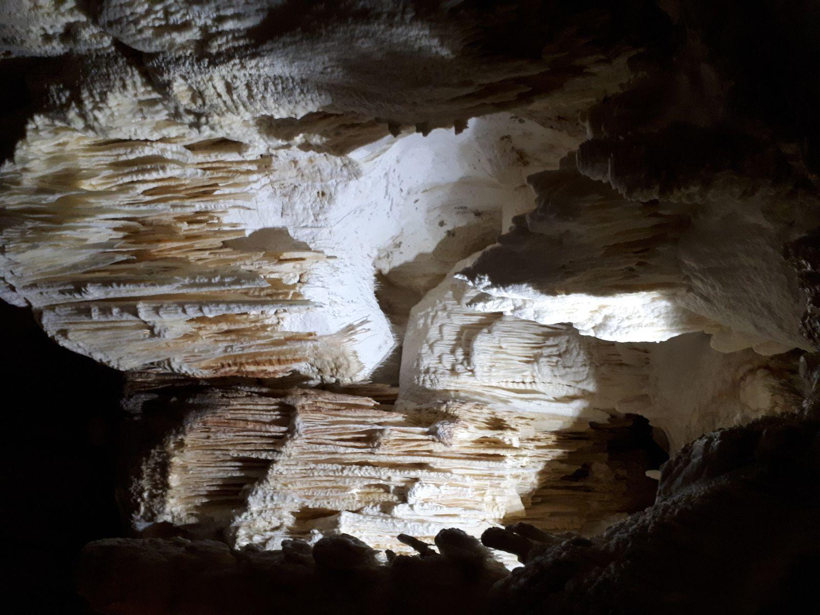 Troisième jour: Grottes de Frasassi
