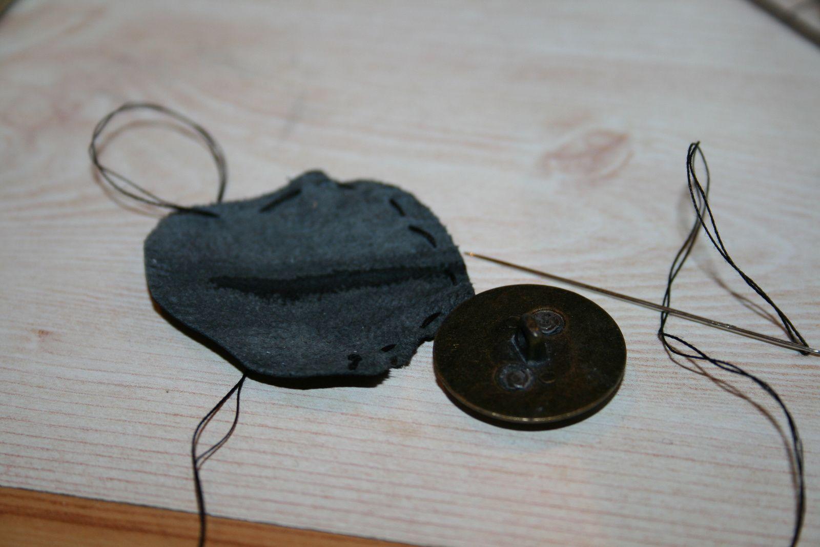 Retouche bouton en cuir
