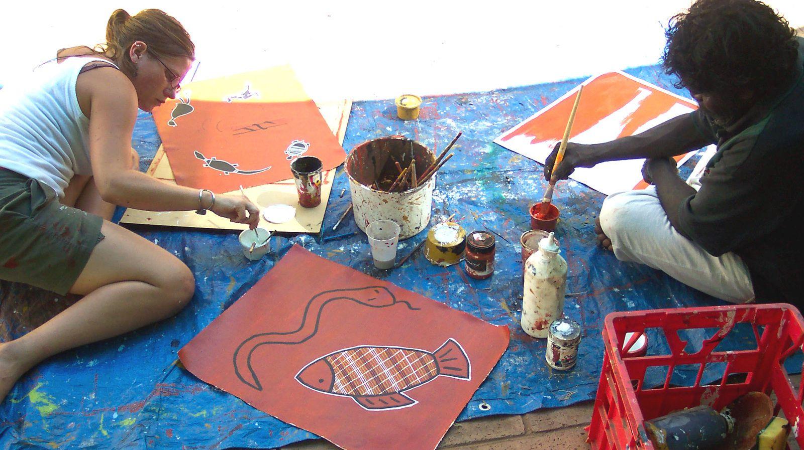 cours de peinture aborigene avec artiste local-australie-charlotteblabla blog*