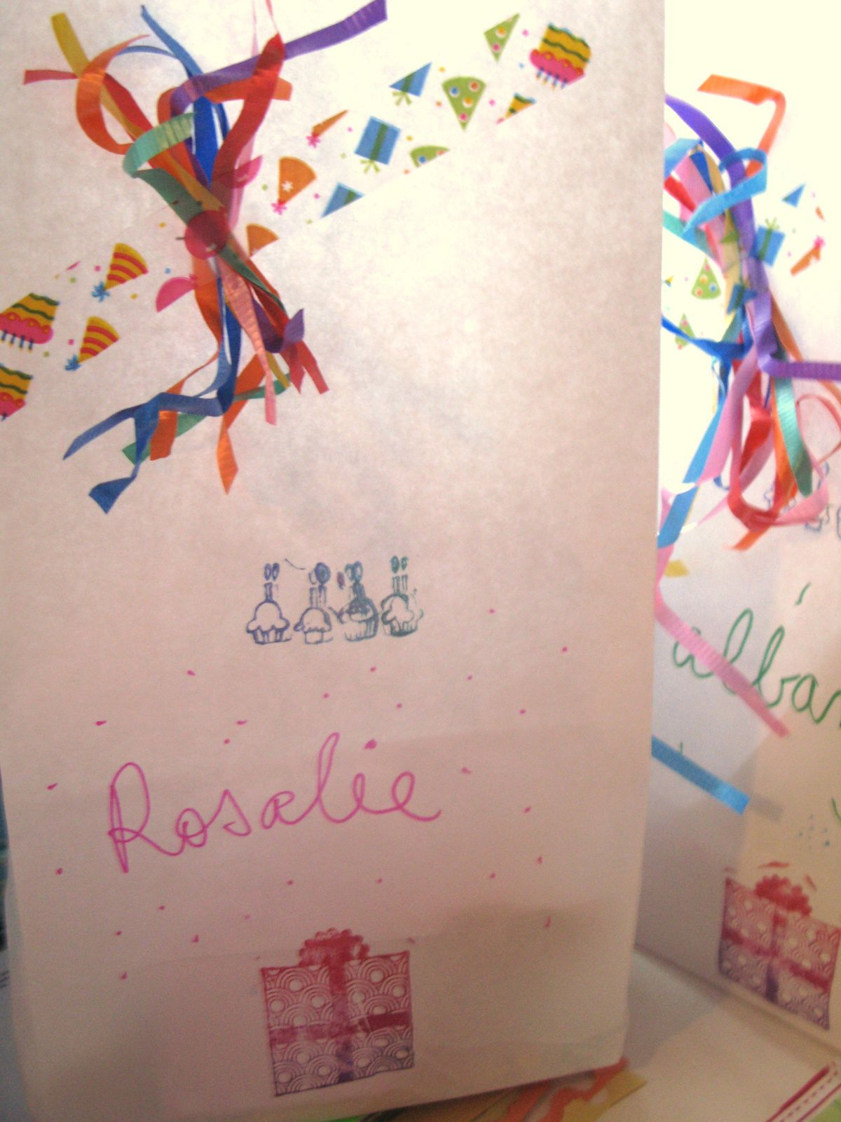 pochettes surprises pour fete d enfants comme anniversaire ou mariage