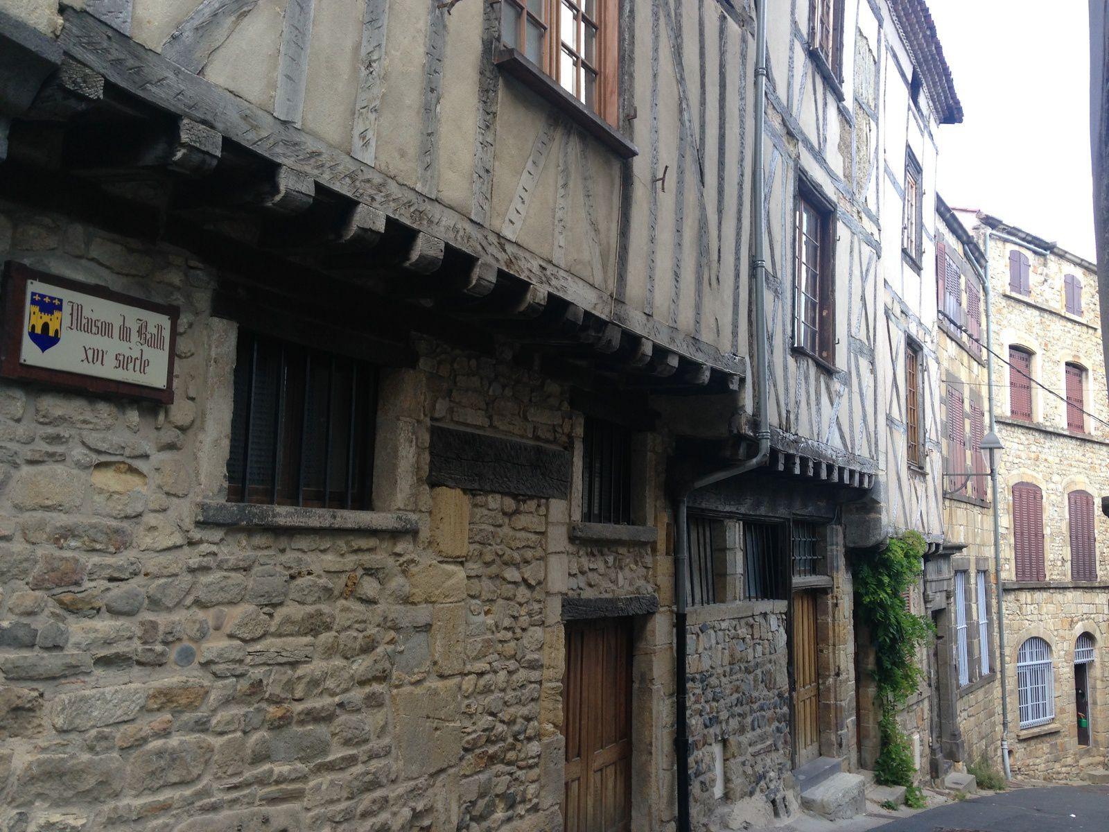 Maisons du vieux Billom médiéval, maisons de pierres ou à colombages  Billom, Auvergne, Puy de dôme, France.