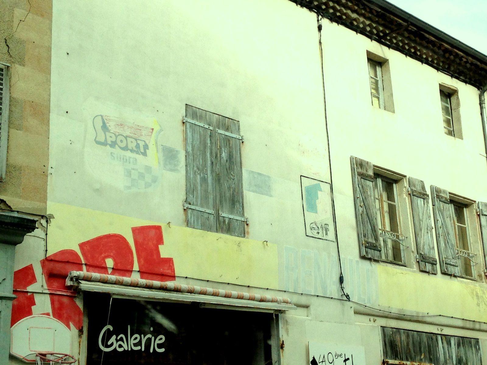 galerie 9eme patte, À Cunhlat, Auvergne, Puy de dôme, France. charlotteblabla blog