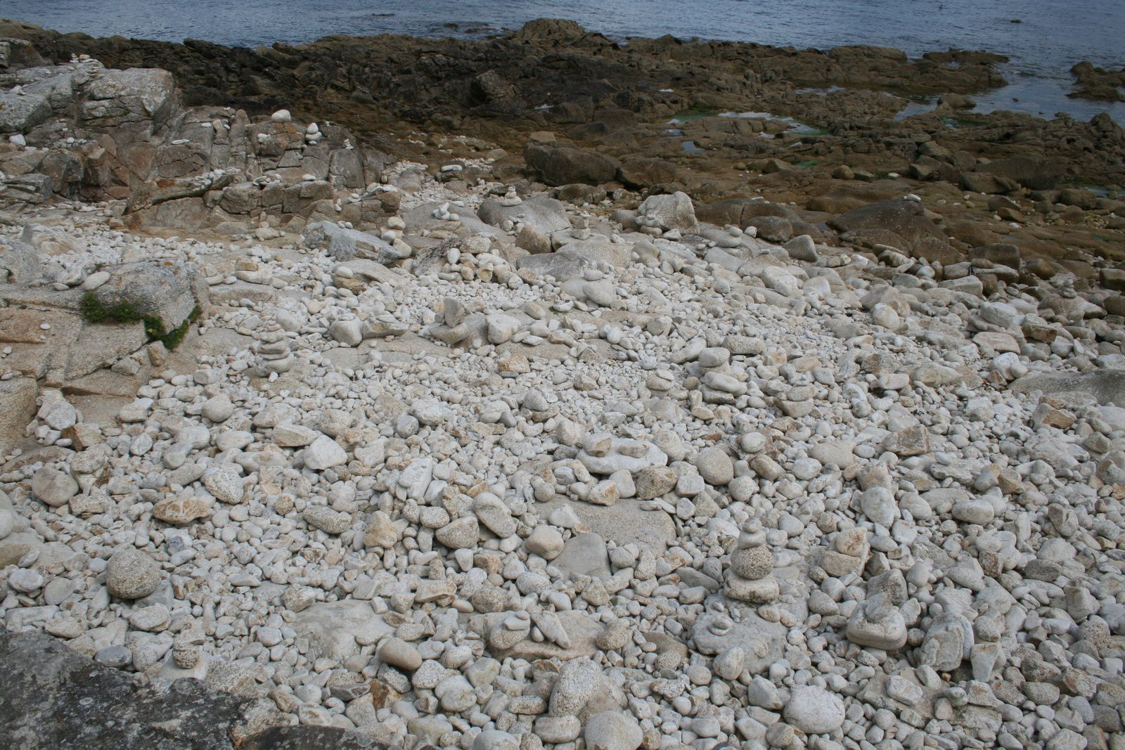 #cailloux #plage de galets #saintemarine #bretagne #france #charlotteblabla blog