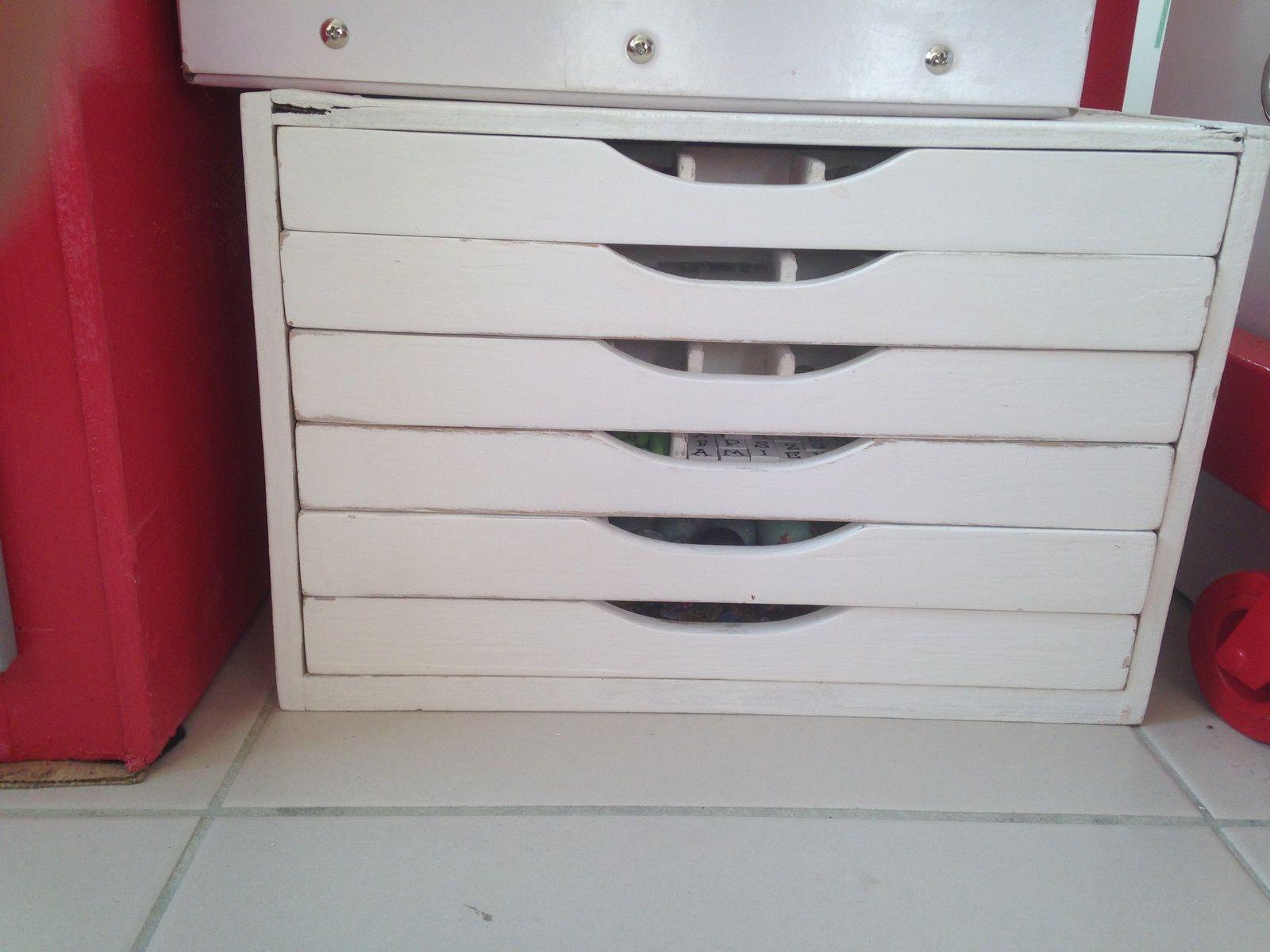 #diy #bricolage #meuble #retapé #petitsrangements #fèves #perles #charlotteblabla blog