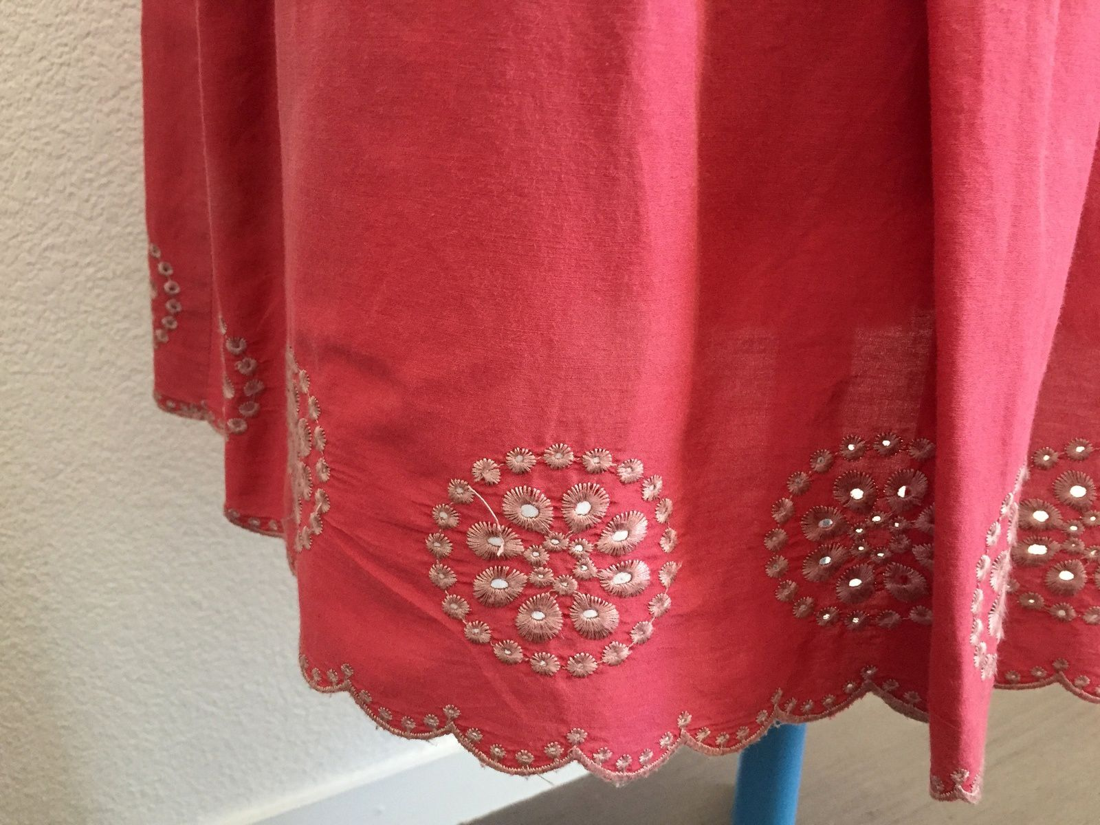 Jupe rose  soft grey soie et coton, brodée, sur charlotteblablablog