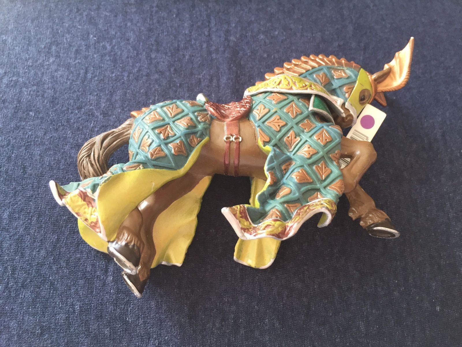 super beau cheval du maître des armes du cimier dragon, médiéval,  cheval marron, heaume , armure,   figurine Papo jouet pour enfant, sur charltteblabla blog