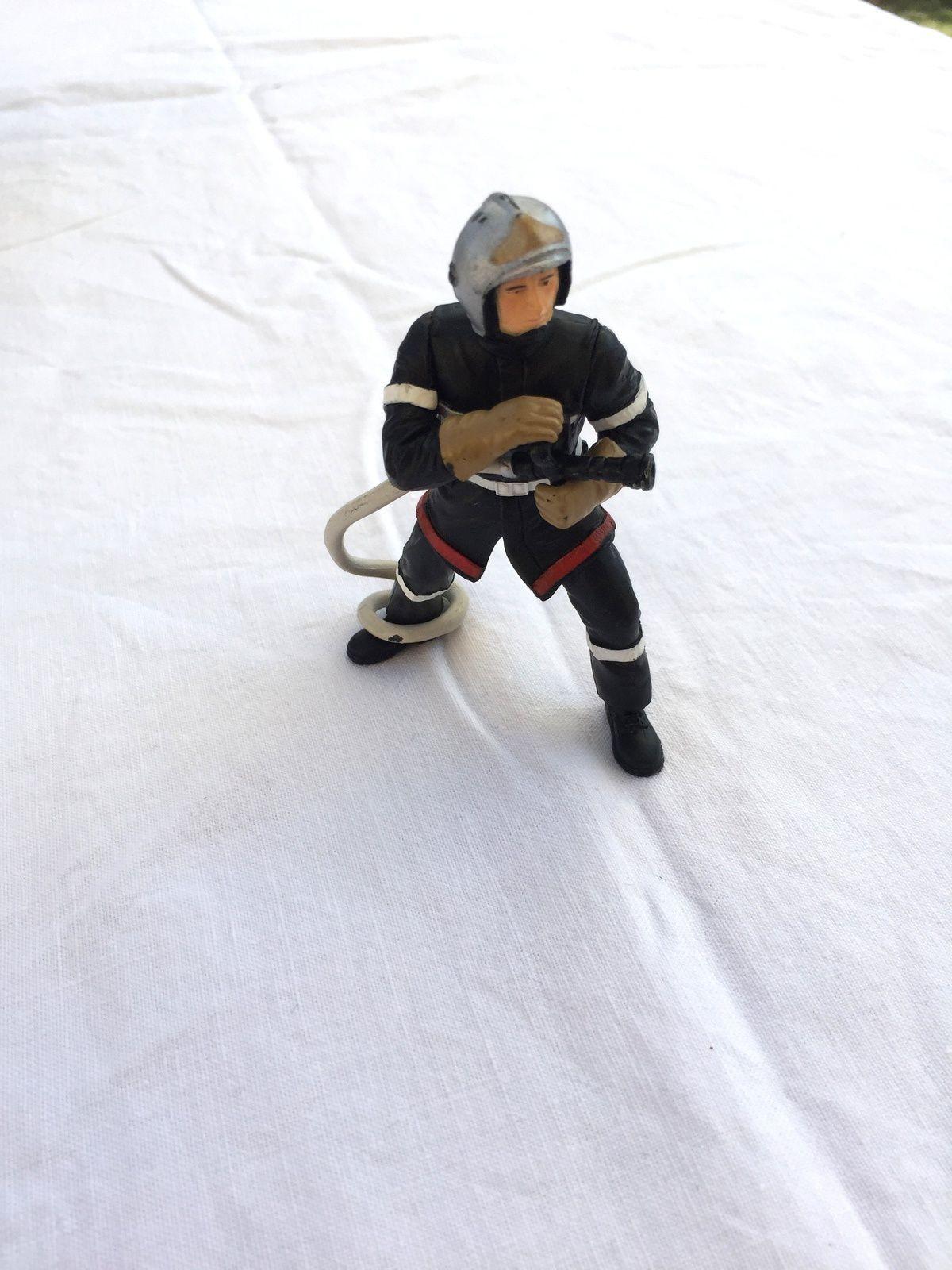 pompier figurine Papo jouet pour enfant, sur charlotteblablablog