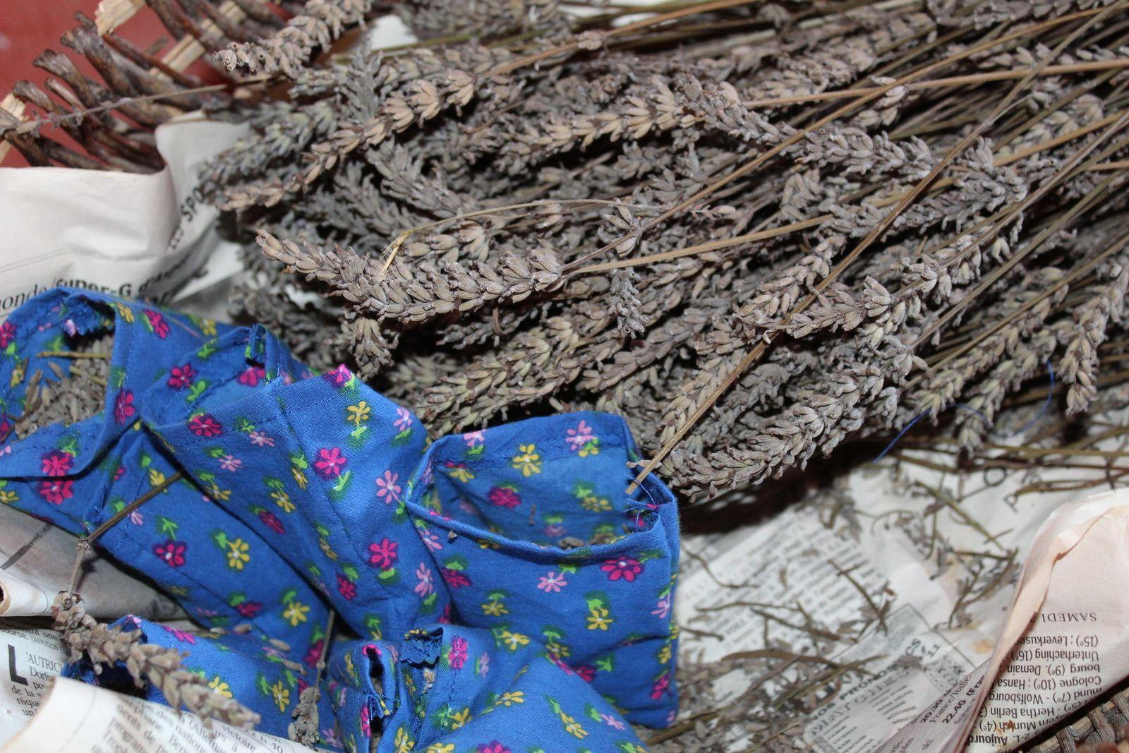 preparation de sachet de lavande avec enfant sur charlotteblablablog