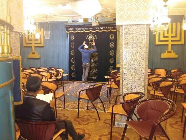 La synagogue du sanctuaire accueille les fidèles tout au long de la hiloula.