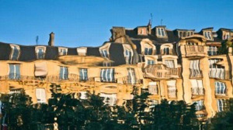 """Pas moins de 64% des acteurs de l'immobilier ne sont pas enthousiastes sur l'avenir du marché du logement pour 2015, selon une étude publiée par le Crédit Foncier / CSA le 5 janvier. L'immobilier étant la composante principale du patrimoine des ménages, il y a donc quelques soucis à se faire sur le devenir de ce type de """"placement""""."""
