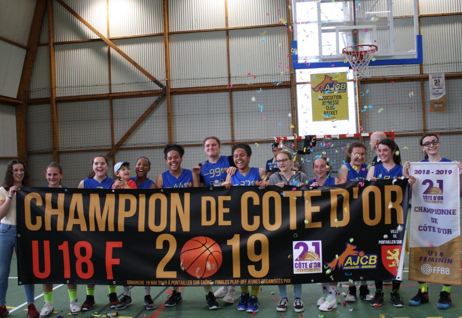 U18F : Chloé, Laura, Léa, Emma, Lara, Loïs, Taïna, Angélina, Chloé, Laurène, Jeanne et Clélia