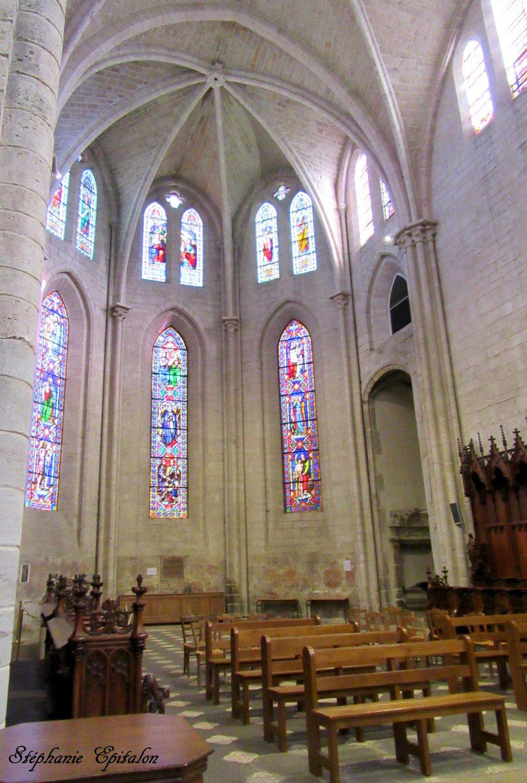 le Choeur..tous les vitraux d'antan ont été brisés sous la Révolution