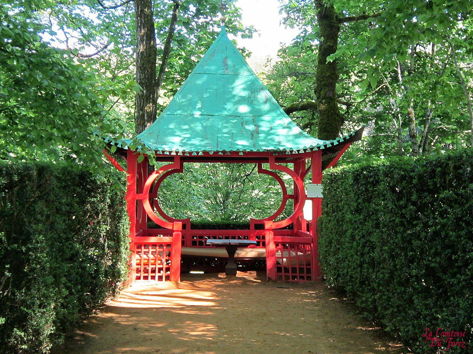 Ces jardins furent crées à l'origine au XVIIIème siècle, dans le style très particulier des jardins à la française