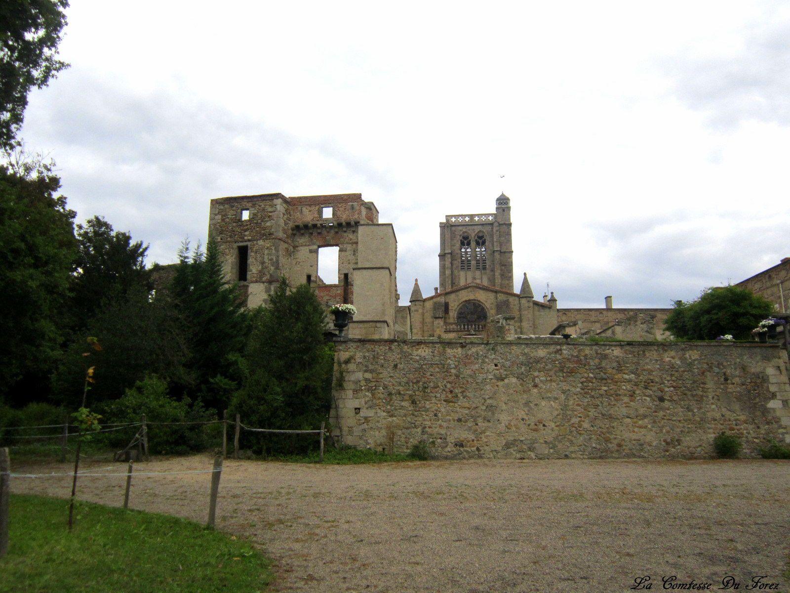Château de Sury Le Comtal (42450, Loire)