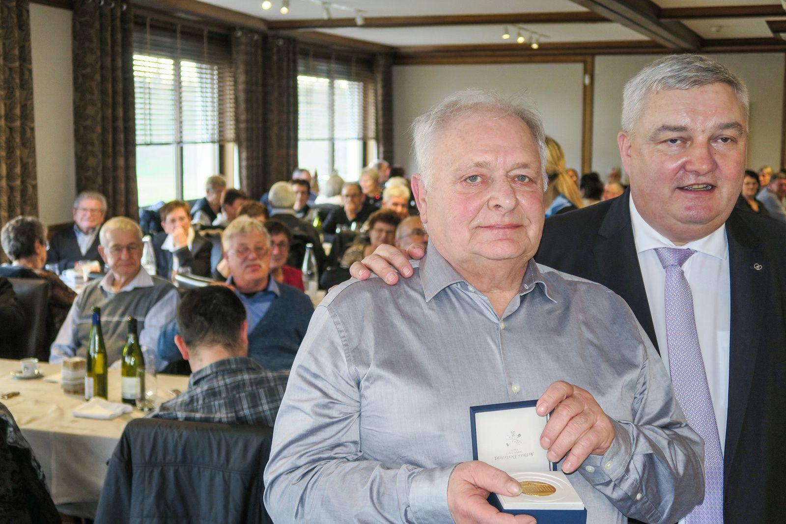 Jean-Paul Schmitt récompensé pour ses 31 années de maire
