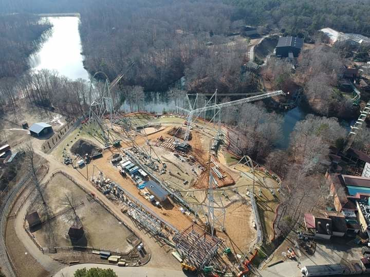 Le chantier de Pantheon, au sein du parc Busch Gardens Williamsburg