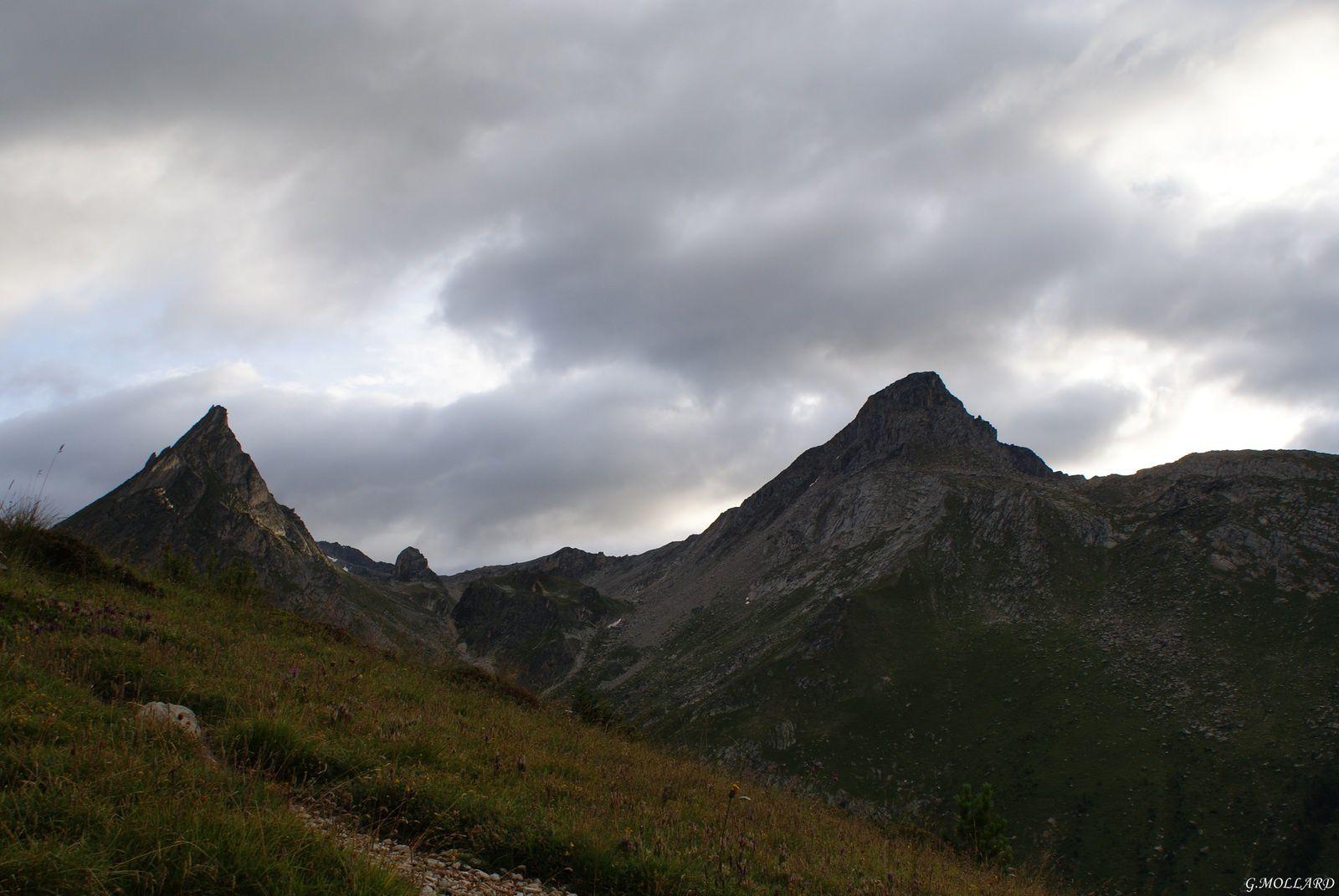 Aiguille Doran à gauche, col de la Masse 2952m au centre et le rateau d'Aussois 3122m à droite