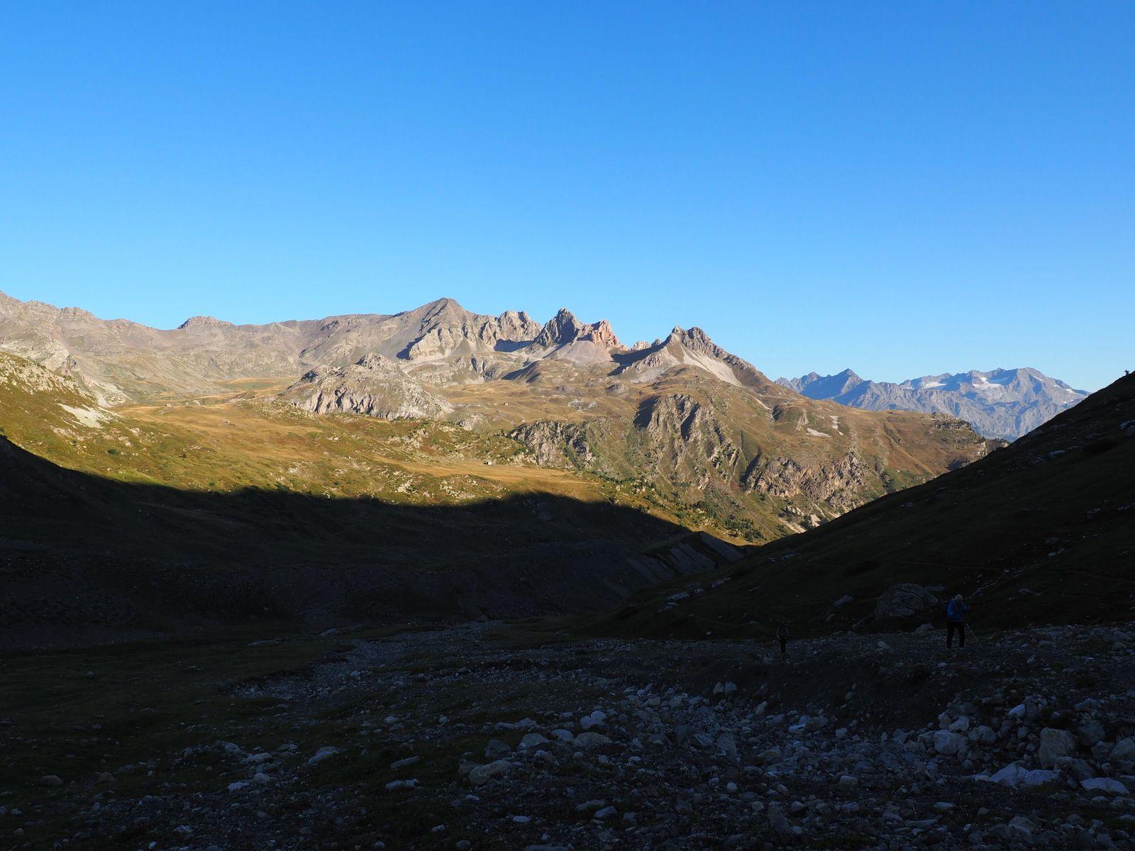 L'autre versant avec le roc rouge,le grand Signal et les Sarrasins.
