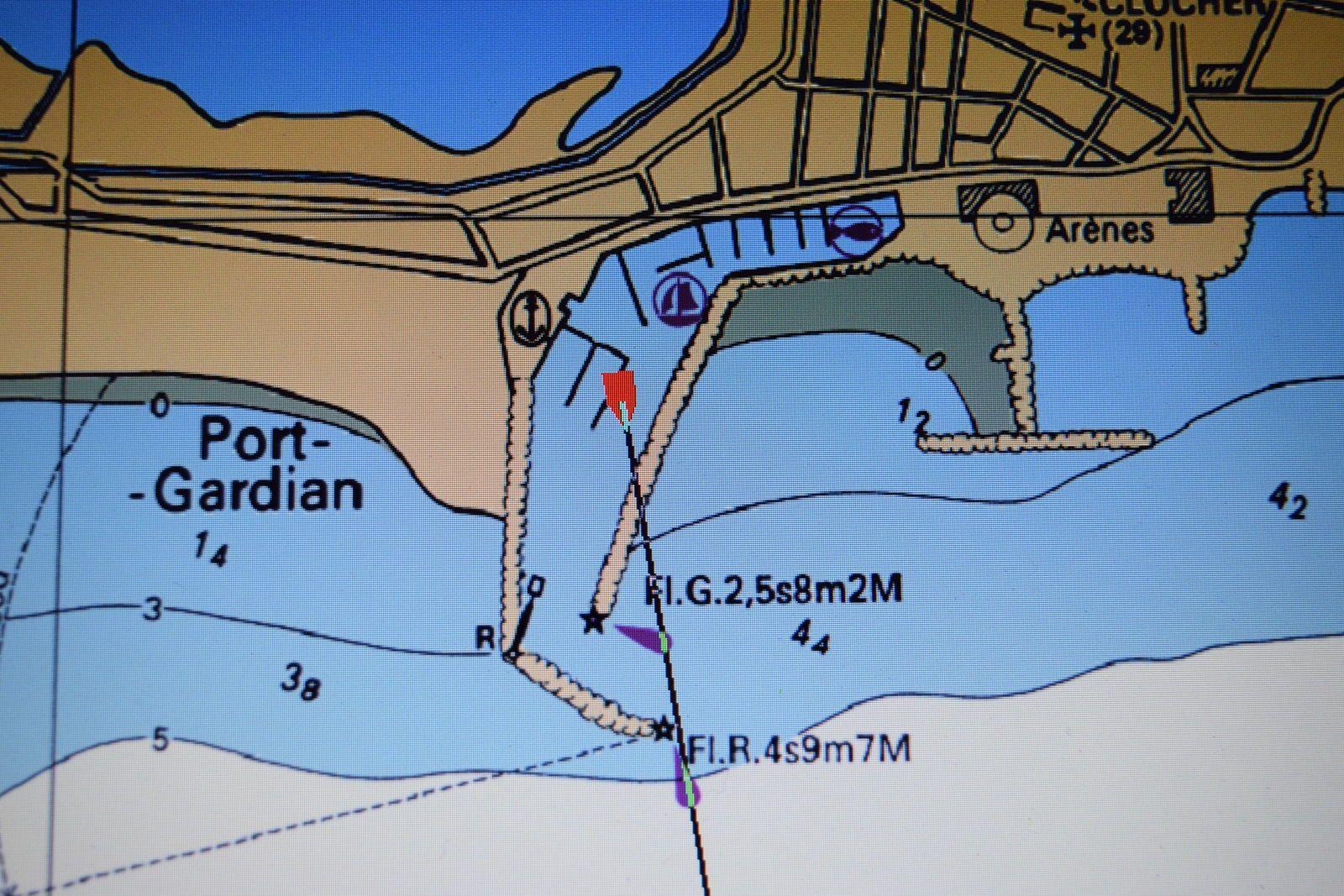 le GPS avec prise USB et sur la carte la position du bateau en rouge