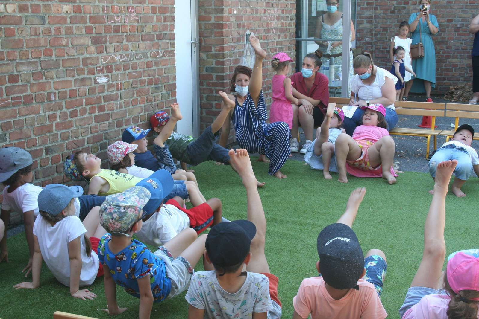 CENTRE ANATOLE FRANCE-MATERNELLE-SPECTACLE-EXPRESSION CORPORELLE AVEC PERRINE