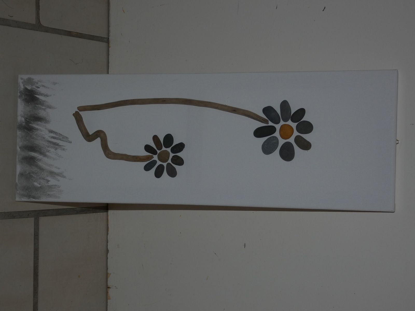 Faire Un Tableau Avec Des Galets tableau fleur en galets - les p'tites mains à l'ouvrage