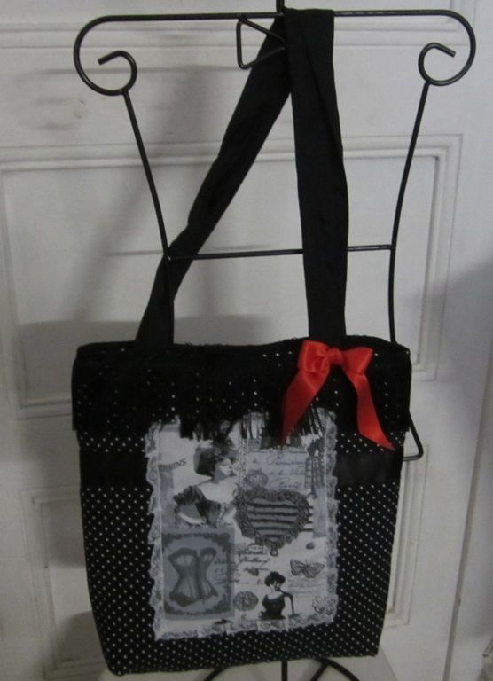 Francette confectionne des sacs cabas et des trousses en tissus, toile cirée et simili-cuir, doublés, des créations artisanales en pièce unique ou en petites séries.