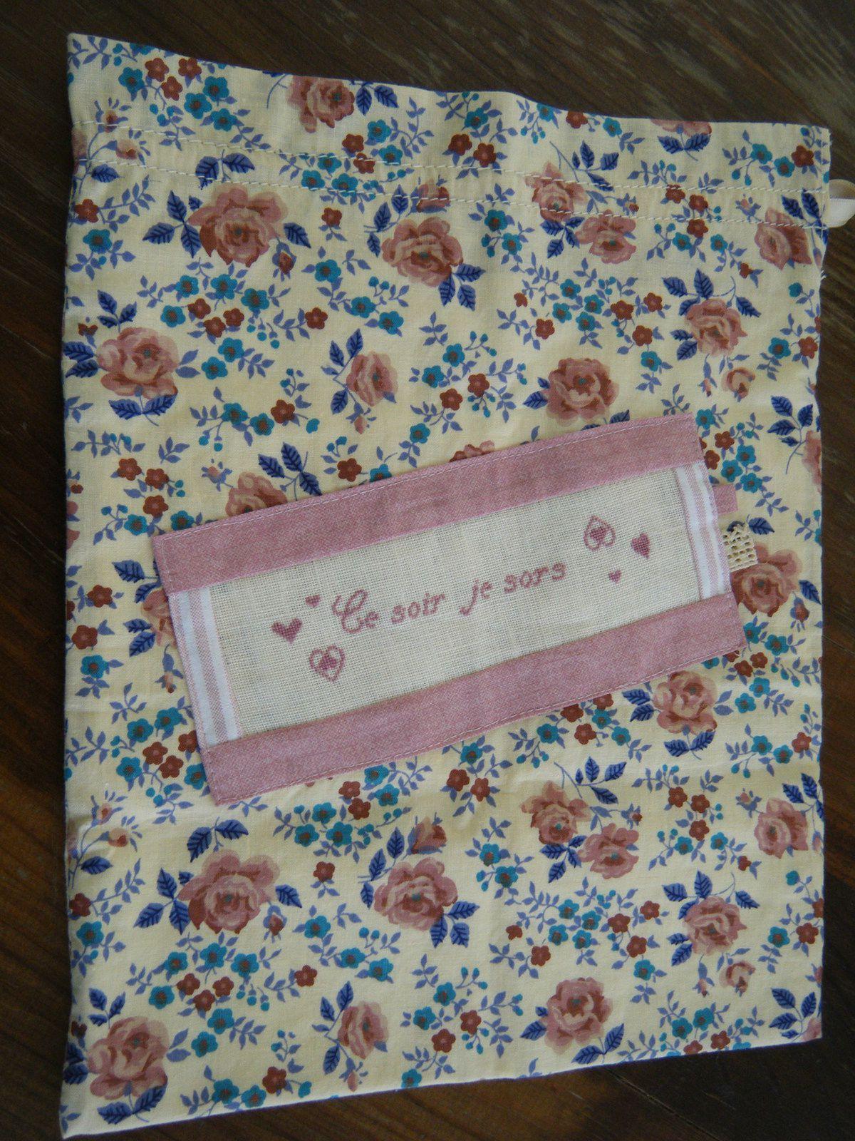 J'ai craqué sur ce joli tissu fleuri, assez vintage...