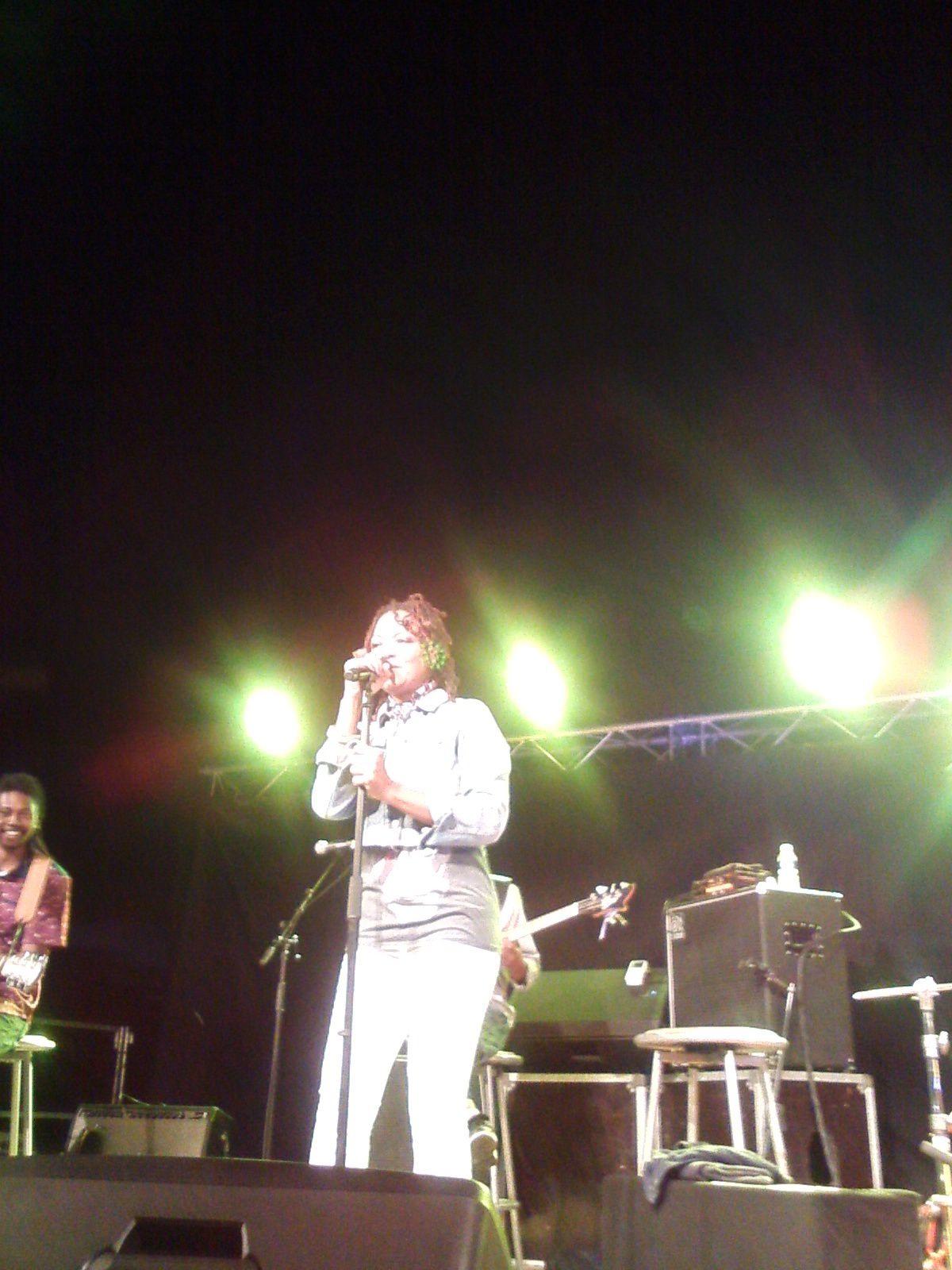 Lisa Simone sur scène au Triadou